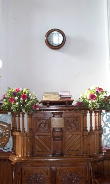 Pulpit arrangements in pink and ivory