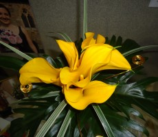 Yellow calla lily with china grass, philodendron leaf and gold wire detail