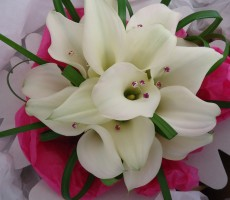 White callas with bear grass and pink crystal